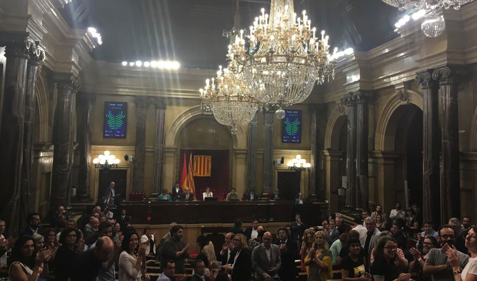 El Parlament de Catalunya, a favor de les Vies legals i segures per a les persones desplaçades forçosament