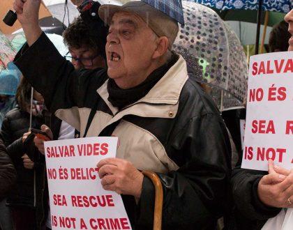 Unes 300 persones es concentren a Barcelona per exigir la llibertat de Proactiva Open Arms