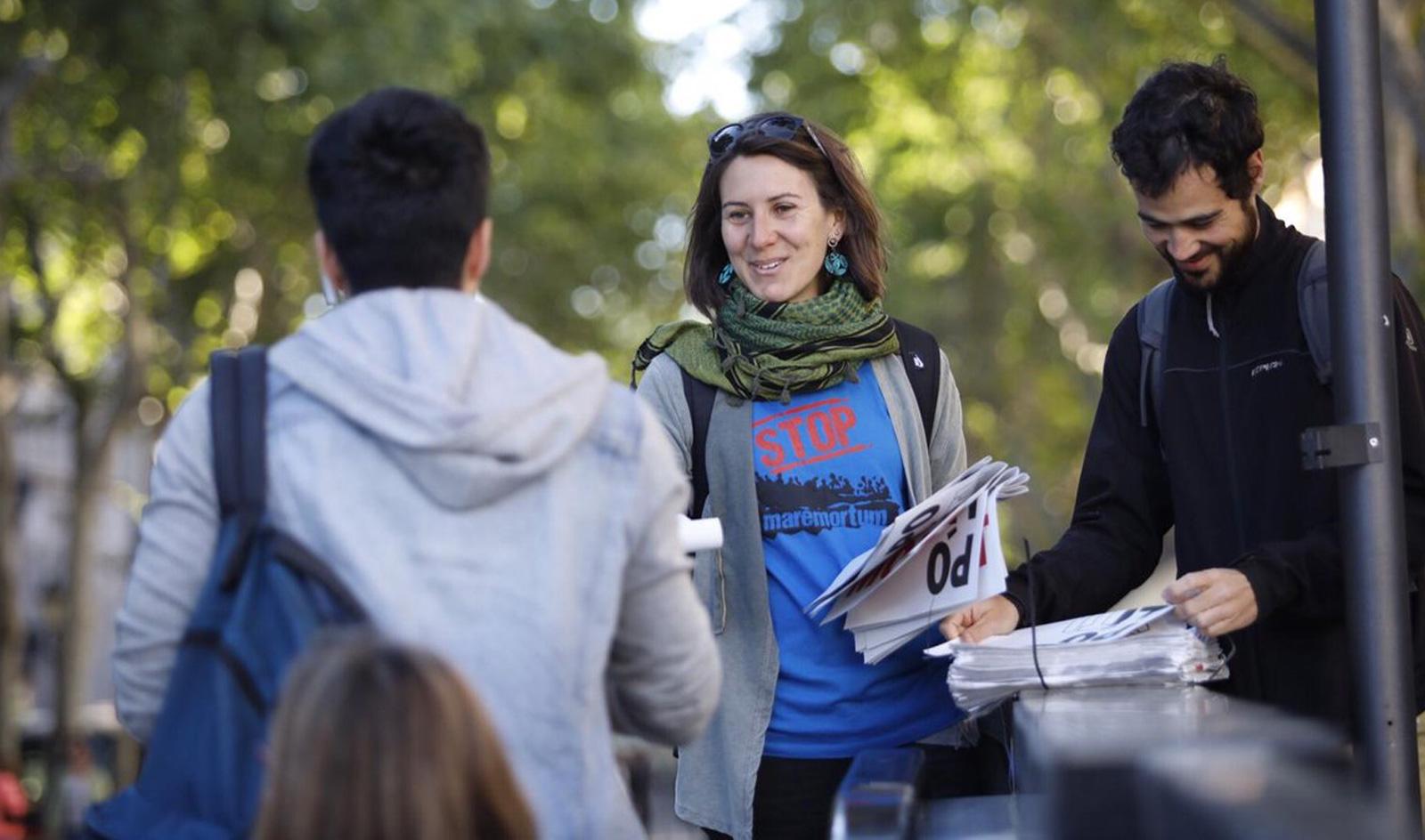 Repartim 11.000 exemplars de diaris gratuïts per explicar les polítiques d'asil pel 28A